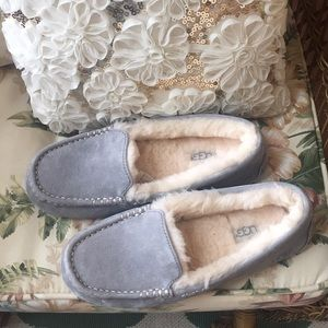 Ugg slippers / shoes NWT size 8 gray so cute